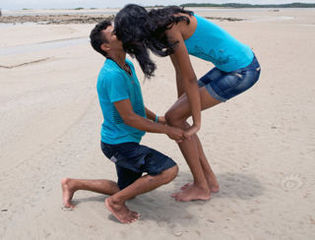 1米6男子向2米高妹求婚一吻定情
