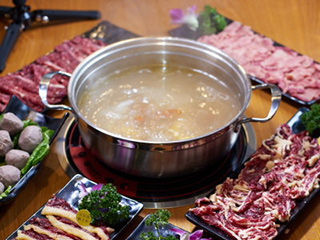 上桌还会动的牛肉 从牧场到餐桌只需4小时