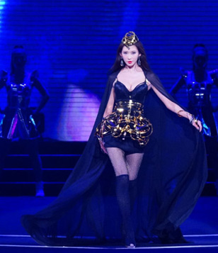 时尚内衣大秀在东莞举行,林志玲化身霸气女王…