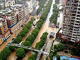 强暴雨袭击 广州街变河东莞街划船佛山街变海