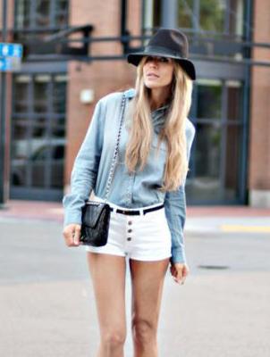 牛仔衬衫 +  白色短裤