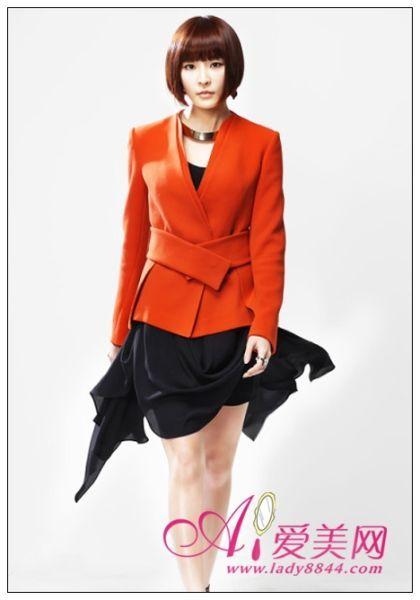 橙色西装+黑色连衣裙