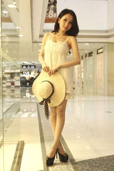 蕾丝装饰带吊衬衫(连衣裙)(货号:125353;单价:648元购买地:正佳广场一楼1B-054铺GLADITH葛来娣)