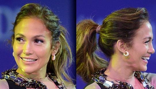 1. 编织感的侧发髻 查理兹塞隆(Charlize Theron)为红毯打造出一款复杂的编织侧发髻,适合一个短期的度假造型,这款发型的重点是将右边挑出一部分头发,编织成麻花辫,然后将麻花辫拉到后脑勺左底部,在左侧盘成一个松散的发髻,这款发型不要让头发看起来太整齐,有一点凌乱感,最后在头发上喷上发型喷雾定型。