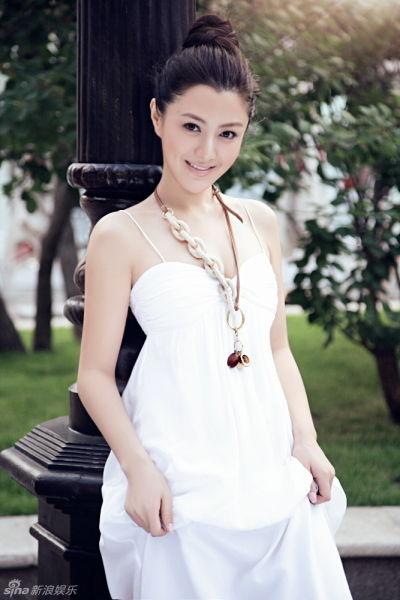 组图:陈廷嘉天写真演绎初秋小清新