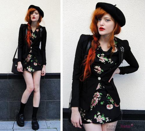 复古印花裙搭配黑色长款小西装