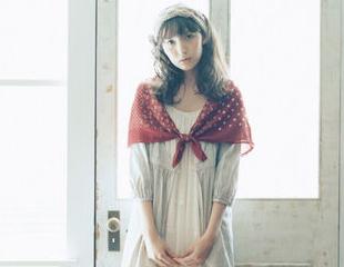 Day3:红色波点丝巾+蕾丝连衣裙