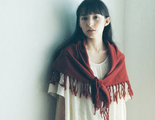 Day5:红色围巾+蕾丝T恤