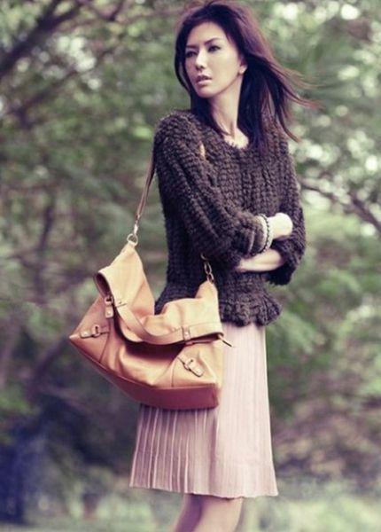 复古的针织毛衣+粉色百褶短裙