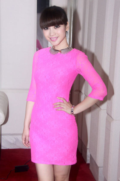 粉色蕾丝连衣裙