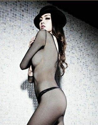 病号服PK爆乳2012女星夺人眼球着装大盘点