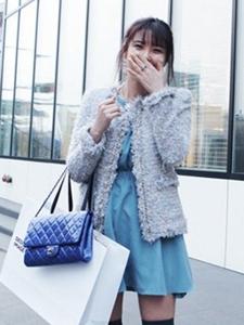 高贵粗花呢外套+水蓝色连衣裙