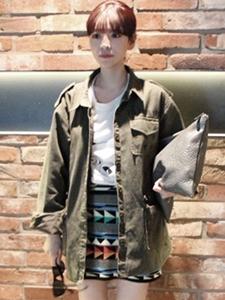 军装外套+几何图案包臀裙