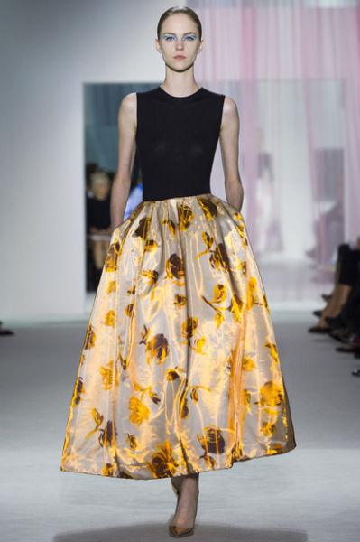 春季优雅印花伞裙让你一秒钟变身魅力淑女