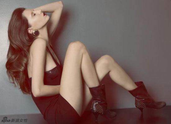 超模性感大片半裸出镜上演极致美腿诱惑