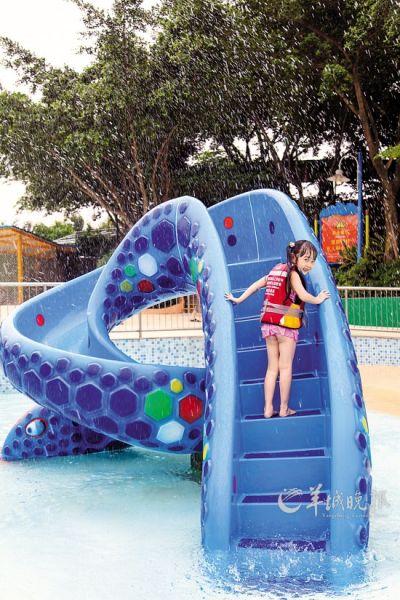 """长隆水上乐园新儿童设备""""扭扭蛇"""""""