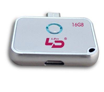 盘面带多彩指示灯,插入手机时亮起,兼容Micro USB数据线,方便电脑连接。