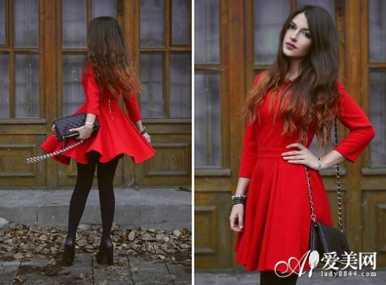 红色伞型连衣裙