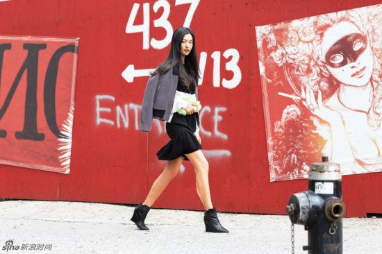 奚梦瑶雎晓雯领衔中国超模型爆纽约街头