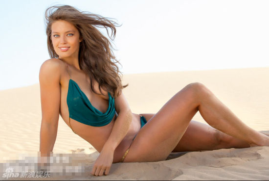 超模艾米丽-迪多纳透沙漠三点式蜂腰翘臀