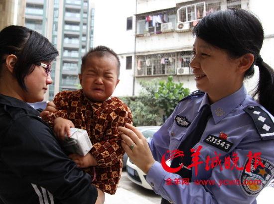 回到妈妈怀抱,小浩浩哭了。
