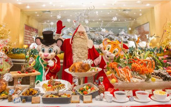 与真正的圣诞老人共享欢乐大餐
