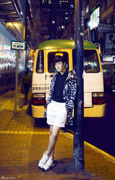 李炜香港街景写真潮装上阵时尚范儿