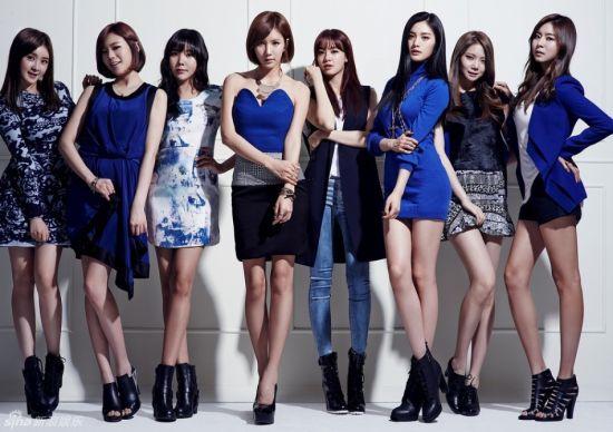 韩女团AS型格写真成员大秀美腿