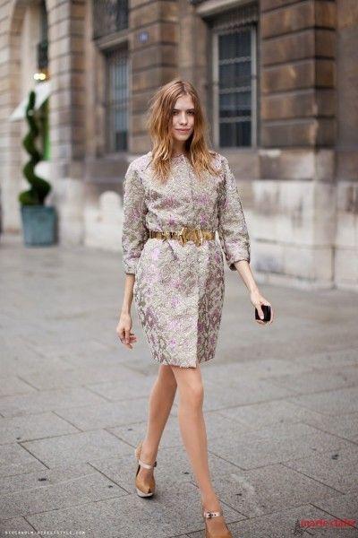 锦缎印花是街头潮物学街拍时髦新穿法