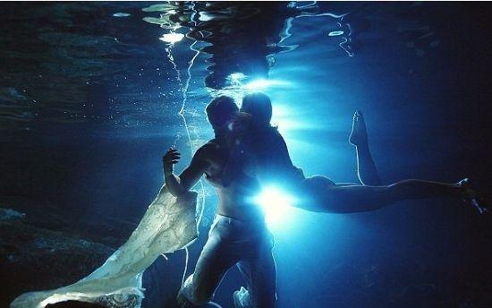 浪漫唯美的梦幻水底婚纱照