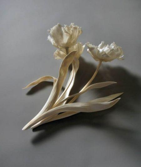 雕刻大师用动物骨骼打造精美工艺品