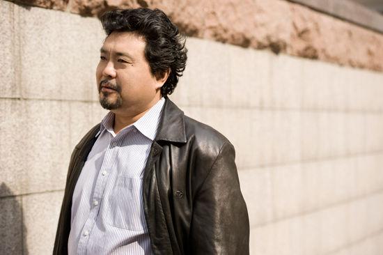 而丁毅和魏松都是近年来活跃在国际乐坛上的大腕