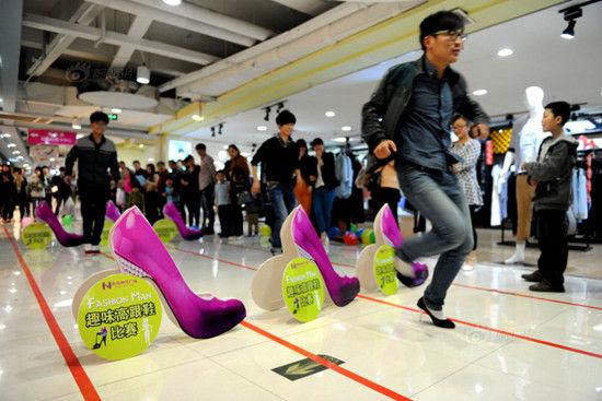 40个美女 穿高跟鞋赛跑在线视频;