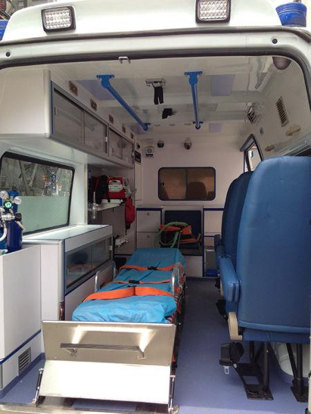 安捷急救转运的救护车内部设备
