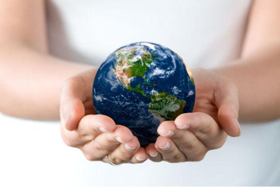 这位负责人指出,生态文明建设关系人民生活,关乎民族未来。向污染宣战是破解我国生态环境难题的必然选择,是推进生态文明建设的迫切需要。向污染宣战的主攻方向,是深化大气污染防治,强化水污染防治,抓好土壤污染治理,加大重金属、化学品和危险废物污染防治力度,深化工业污染防治。通过采取稳、准、狠的举措,逐步改善环境质量,让人民群众看到政府的决心,看到解决环境问题的希望。   这位负责人说,当前,中国环境保护既处于任务繁重、压力空前的艰难时期,也处于有所作为、解决新老问题的关键时期。确定向污染宣战作为今年世界环境