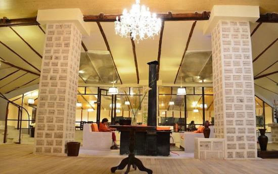 玻利维亚一酒店用100万盐块建造