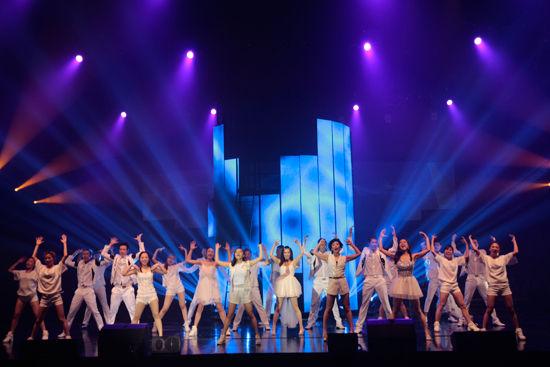 优秀青年演员莫海静,新生代歌手赵晗君等主演,以及来自南方歌舞团和