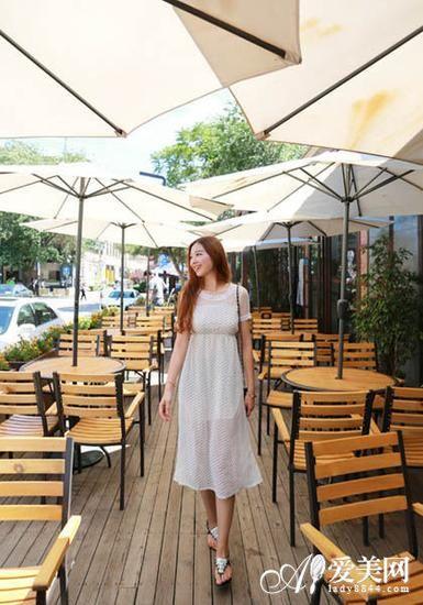 白色连衣裙搭配示范