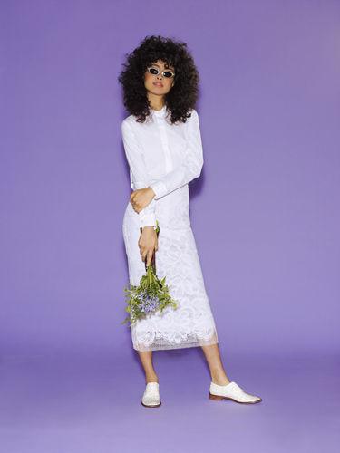 白衬衫配蕾丝裙