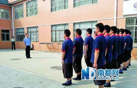 江苏南通收教所请武警来教队列。