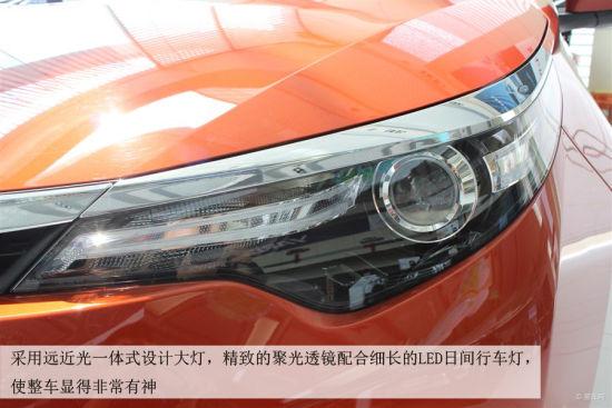 集成了转向灯的后视镜在此级别车型中不足为奇,旁边有空气导流条