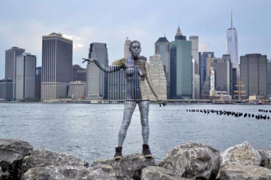 美艺术家高超伪装人体彩绘与建筑完美融合