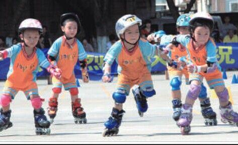儿童溜冰图片