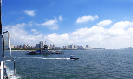 湛江海湾 蓝天白云码头速影