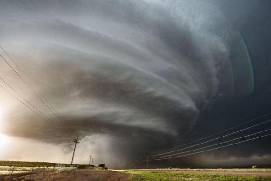 美军神秘51区上空现超级风暴形似巨大的UFO