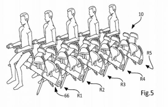 据媒体报道,根据一项新的报告,为了节约空间、增加载客量,未来飞机上可能出现站立舱,乘客将坐在一种直立型座位。该报告执笔人说,5年内或许就会看见有航空公司采用这种概念。报告执笔人,马来西亚博特拉大学(University Putra Malaysia)航空工程教授洛利(Fairuz Romli)说:当我正在思考如何降低机票价格时,这个概念突然闪过脑海里。   洛利说,他的动机是要降低空中旅行的成本,达到能与公车及火车竞争的程度。   洛利在研究中以波音(Boeing)737-300客机为例,计算出