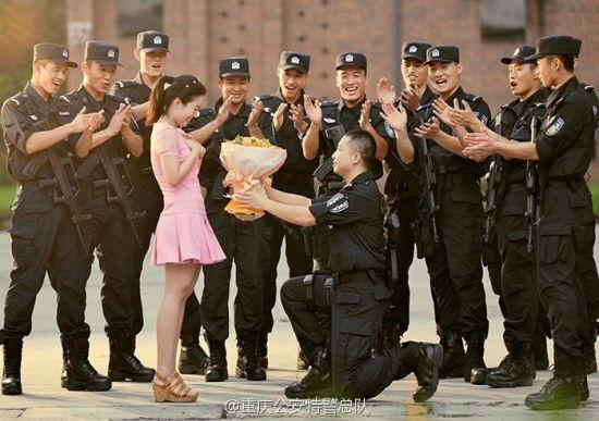 重庆特警拍婚纱照训练场就是摄影棚
