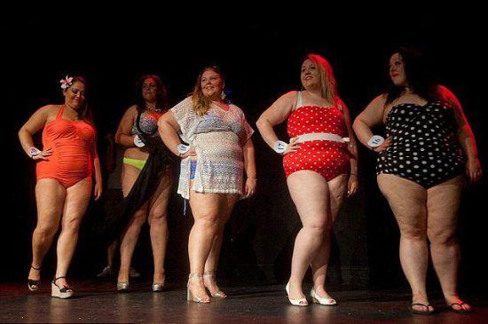 """英国举办""""胖小姐""""选美大赛展现另类曲线美"""