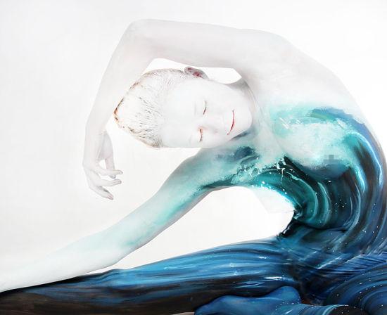 惊叹!德艺术家晒绝美人体彩绘大作