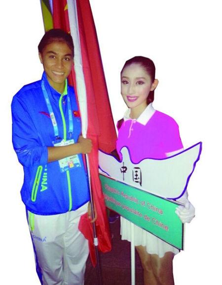 青奥开幕式上中国队的引导员是位1米73的古典美女